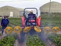 Turbofan - Turbofan spraying strawberries